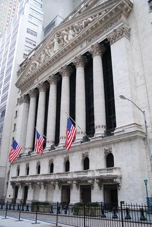 NEW YORK CITY, NY - AUG 8: Wall Street New York Stock Exchange is 's werelds grootste effectenbeurs naar marktkapitalisatie van beursgenoteerde bedrijven. 8 augustus 2010 in Manhattan, New York City. Redactioneel