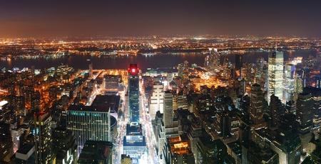 고층 빌딩 거리와 석양 뉴욕시 맨해튼의 스카이 라인 공중보기 파노라마. 스톡 콘텐츠
