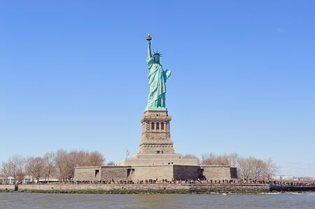 liberty island: Statua della Libert� su Liberty Island primo piano con il cielo blu a New York Manhattan