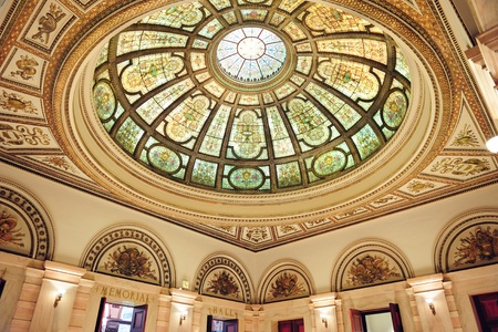 Chicago Cultural Center interior view with Healy and Millet stained glass dome in the Grand Army of the Republic rotunda  Редакционное