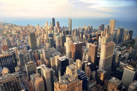 미시간 호반의 고층 빌딩 및 도시의 스카이 라인 황혼에서 시카고 시내 공중보기.
