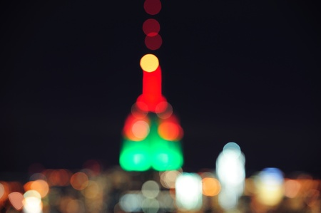 Empire State Building out of focus blur with bokeh at night in New York City Manhattan. 新聞圖片