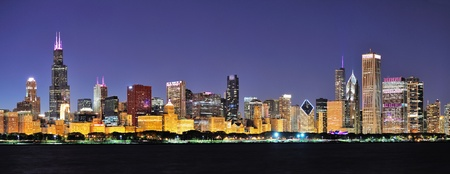 willis: Chicago city downtown urban skyline panorama at dusk with skyscrapers over Lake Michigan with clear blue sky