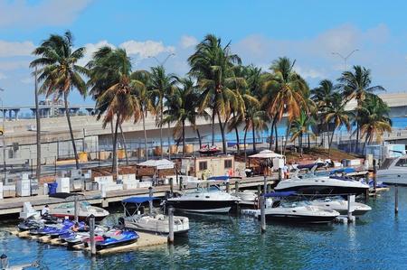 top 7: MIAMI, FL - 07 de febrero: Bayside Marketplace en el d�a 7 de febrero de 2012 en Miami, Florida. Se trata de un festival de mercado y el complejo de entretenimiento de primera en el centro de Miami atrae a 15 millones de personas al a�o.