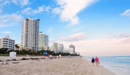 Miami South Beach met blauwe hemel en hotels