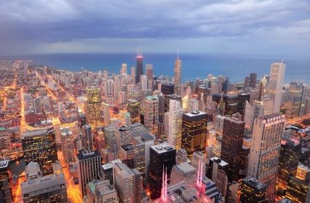 rascacielos: Chicago c�ntrica vista a�rea al atardecer con rascacielos y horizonte de la ciudad de Michigan lago.