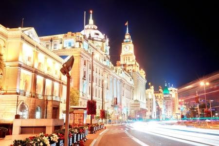 조명 거리에 밤 상하이 역사적인 건축물. 에디토리얼