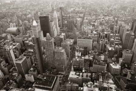 ニューヨーク市のマンハッタン スカイライン上空表示黒と白高層ビルや通り。 報道画像