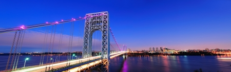 george washington: George Washington Bridge at sunset panorama sobre el río Hudson