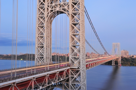 george washington: George Washington Bridge al atardecer sobre el r�o Hudson.