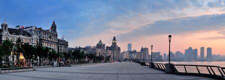 강 역사적인 건물 상하이 와이탄 아침 파노라마 스톡 콘텐츠