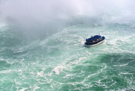 horseshoe falls: Boat and Horseshoe Falls from Niagara Falls