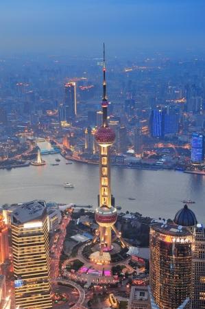 강 도시의 고층 빌딩으로 석양 상하이 공중보기 스톡 콘텐츠