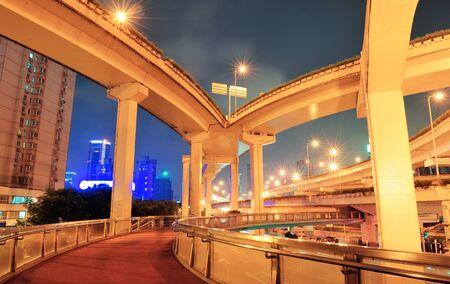 夜の混雑と上海の道路橋。 写真素材