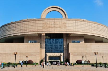 2012 年 6 月 2 日に中国上海人民広場上海, 中国 - 6 月 2 日: 上海博物館。1952 年と 120 k コレクションに設立され、中国で最古かつ最大の美術館の一つで