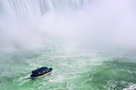 horseshoe falls: Boat and Horseshoe Falls from Niagara Falls