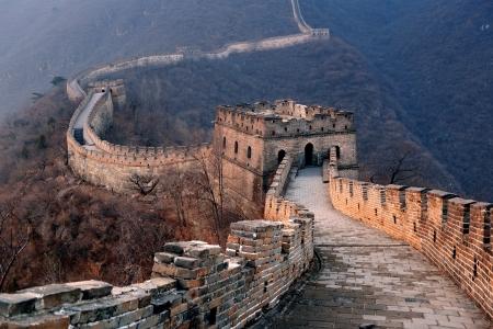 muralla china: Gran Muralla puesta de sol sobre las monta�as en Beijing, China.