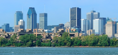 Montreal city skyline panorama over river in the day with urban buildings 版權商用圖片