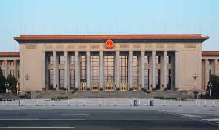 PEKING, CHINA - 6. April: Große Halle des Volkes in der Früh am 6. April 2013 in Beijing, China. Es dient als Treffpunkt der Nationale Volkskongress, das chinesische Parlament. Editorial