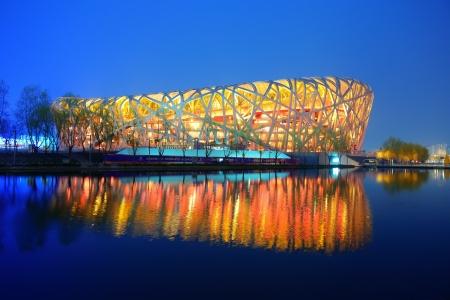 PEKING, CHINA - 7. April: Beijing National Stadium in der Nacht auf 7. April 2013 in Beijing, China. Das Stadion wurde für die Olympischen Sommerspiele 2008 und Paralympics gegründet.