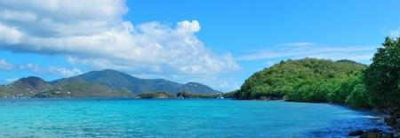 Colorful panorama de plage de St John, Iles Vierges