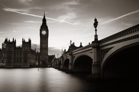 Big Ben und House of Parliament in London in der Abenddämmerung Panorama. Standard-Bild