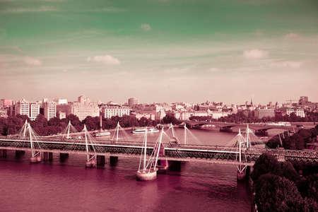 テムズ川のロンドン ・ アイからシティビューを空中。