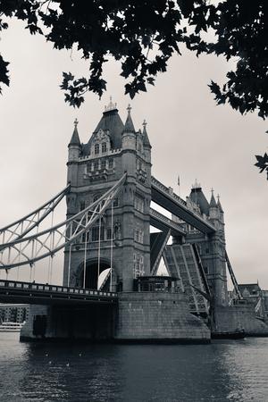 英国のロンドンのタワー ブリッジ。