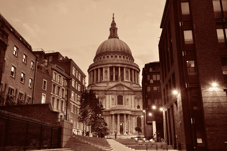 st  paul's: St Pauls Cathedral in the morning in London.