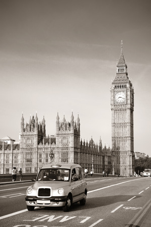 taxi famous building: Vintage taxi on Westminster Bridge with Big Ben in London. Black and white Editorial