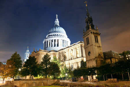 st pauls: St Pauls Cathedral in London at night