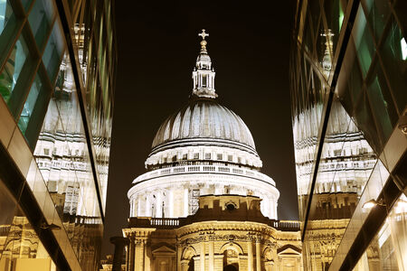 st  paul's: St Pauls Cathedral and reflections at night