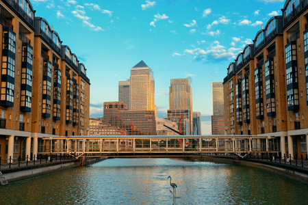 Canary Wharf business district in London at sunset. 版權商用圖片 - 29397766
