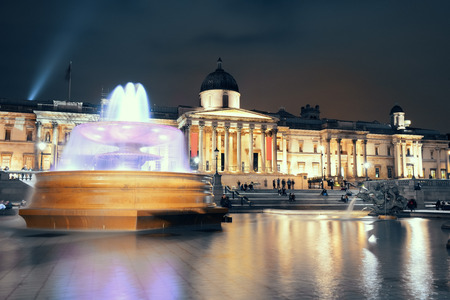 trafalgar: Trafalgar Square at night with fountain and national gallery in London