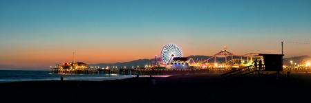 Santa Monica Pier on beach in Los Angeles Redakční
