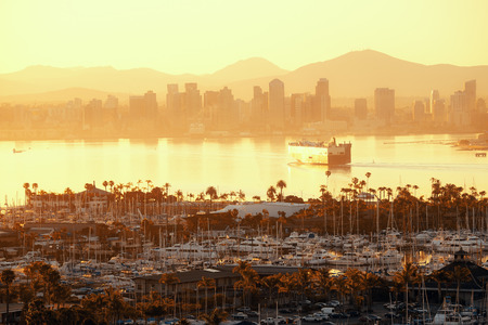 San Diego downtown skyline at sunrise with boat in harbor. Stok Fotoğraf - 29856800
