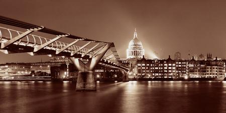 millennium bridge: Millennium Bridge and St Pauls Cathedral at night in London