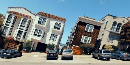 サンフランシスコのパノラマ ビューで丘の上の街