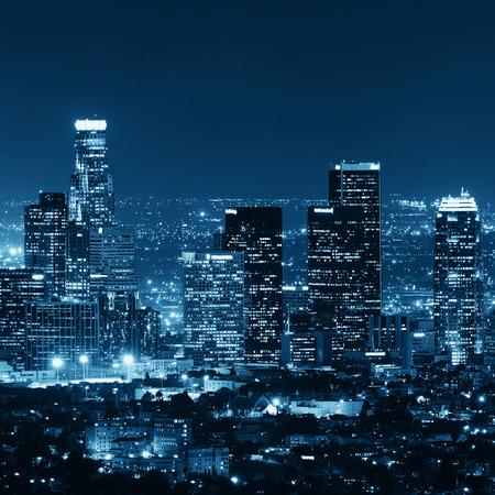 夜のロサンゼルスのダウンタウンの建物 写真素材