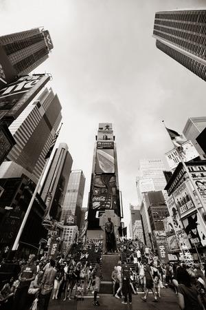 ニューヨーク市 9 月 5: タイムズ ・ スクエアのストリート ビュー 2014 年 9 月 5 日にマンハッタン、ニューヨーク市。ブロードウェイの劇場街、LED 看