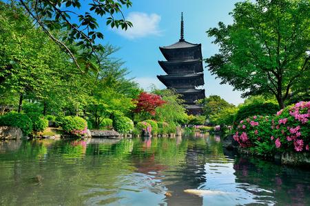 東寺の歴史的建物、京都、日本庭園。