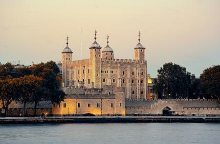 Tour de London Thames River au bord de l'eau Banque d'images - 37902385