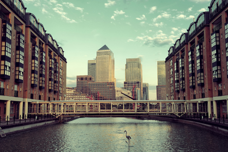 Canary Wharf business district in London at sunset. 版權商用圖片 - 37894510