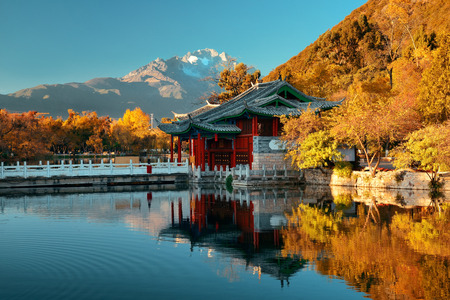Black Dragon pool in Lijiang, Yunnan, China. Фото со стока