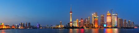 강 밤 상하이 도시의 고층 빌딩 스톡 콘텐츠