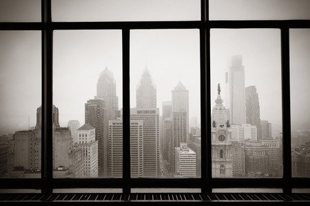 Philadelphia city rooftop view through window Stockfoto