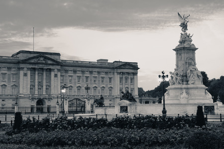 buckingham palace: Buckingham Palace in the morning in BW in London. Editorial