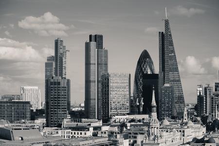 都市のアーキテクチャとロンドン シティ屋上ビュー。
