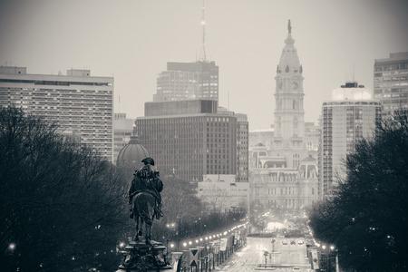 ジョージ ・ ワシントン像とフィラデルフィアのストリート