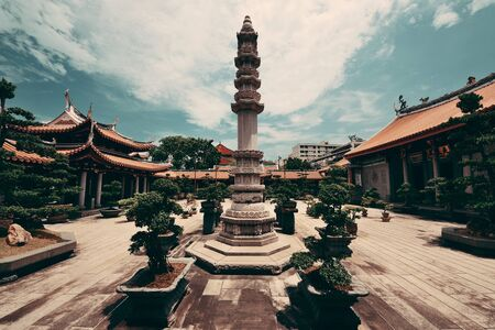 Chinese Buddhism temple in Singapore Imagens
